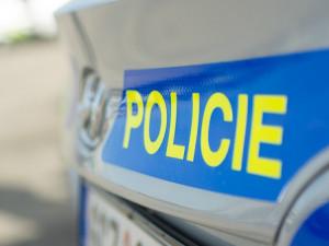 Dva mladíci okradli muže o parfém, policisté je dopadli jen za několik minut