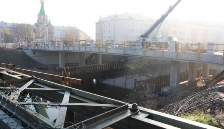 FOTO: Most v Komenského ulici se otevře 18. prosince. Podívejte se, jak vypadá