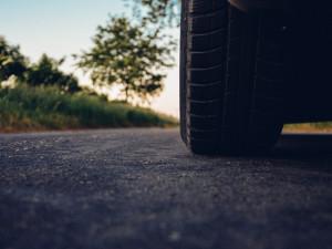 Muž byl přistižen za volantem, přestože mu byl uložen zákaz řízení