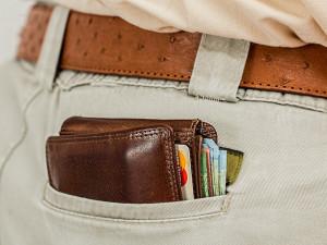 Žena měla v peněžence 45 tisíc korun, ztratila ji a nálezce si ji ponechal