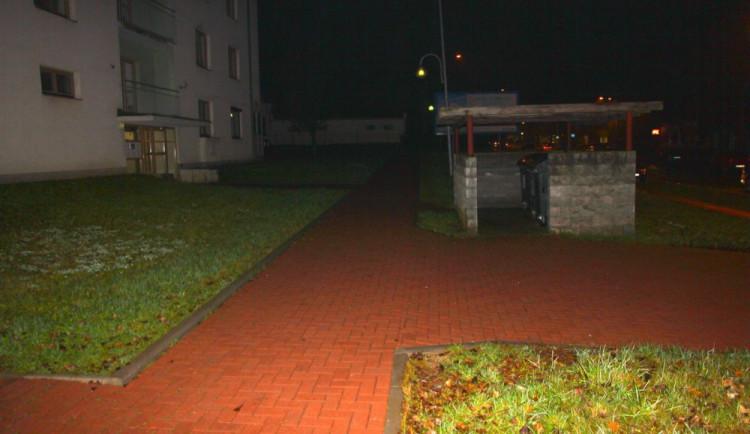 Násilník v Mohelnici přepadl dvě ženy. Jednu ohrožoval nožem, druhou zranil