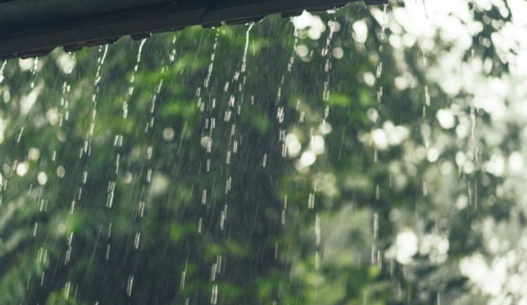 POČASÍ NA SOBOTU: Připravte si deštníky, bude pršet