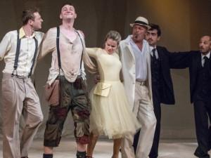 VÍKEND PODLE DRBNY: Sluha dvou pánů,  nová romantická komedie, koncerty i lampionový průvod