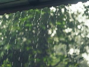 POČASÍ NA NEDĚLI: Ani dnes se dešti nevyhneme