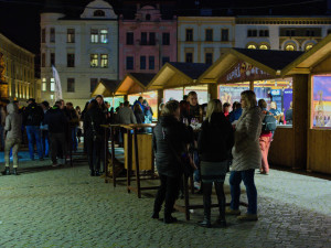 FOTO: Na náměstí začaly Svatomartinské trhy i veřejné bruslení