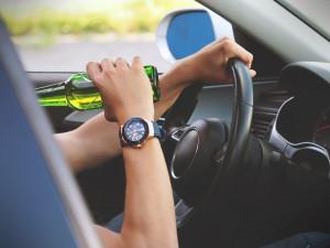 Policie v Olomouci chytila za volantem osmnáctiletého řidiče. Ten byl opilý a měl zákaz řízení