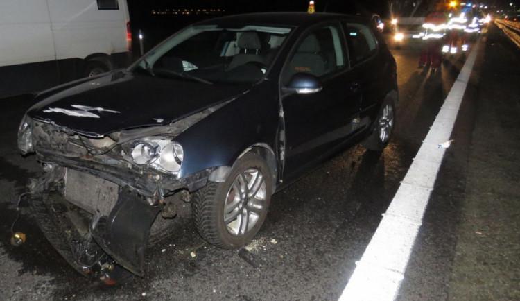 Ženě vběhl na dálnici před auto pes. Zvíře při střetu zahynulo, řidička narazila s vozem do svodidel