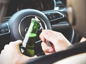 Alkohol i drogy u řidičů. Olomoučtí policisté měli o víkendu co dělat
