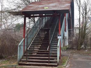 Podchod místo lávky v Hejčíně nebude. SŽDC před tratí postaví zeď
