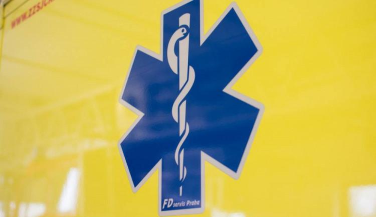 AKTUÁLNĚ: Chodec, kterého dnes ráno srazilo auto ve Velké Bystřici, je ve vážném stavu