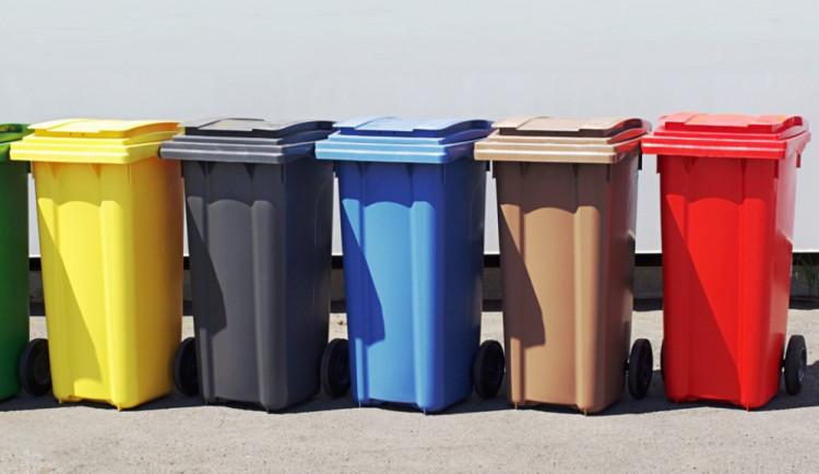 Šternberk lidem půjčí tisíce kontejnerů na papír a plast