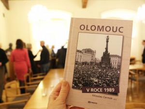 Regionální události z přelomové doby zachycuje nová kniha Olomouc 1989