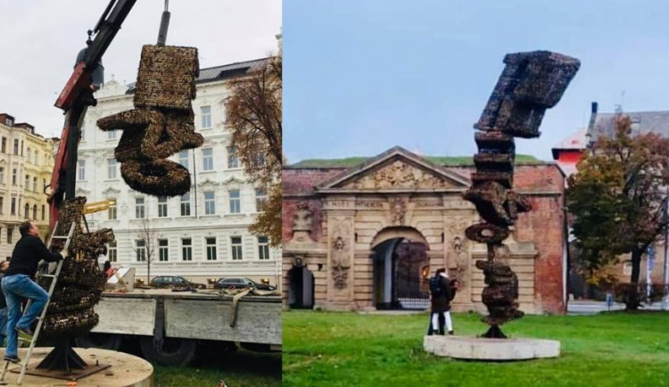 FOTO: Palachovo náměstí v Olomouci nově zdobí socha s názvem Revoluce