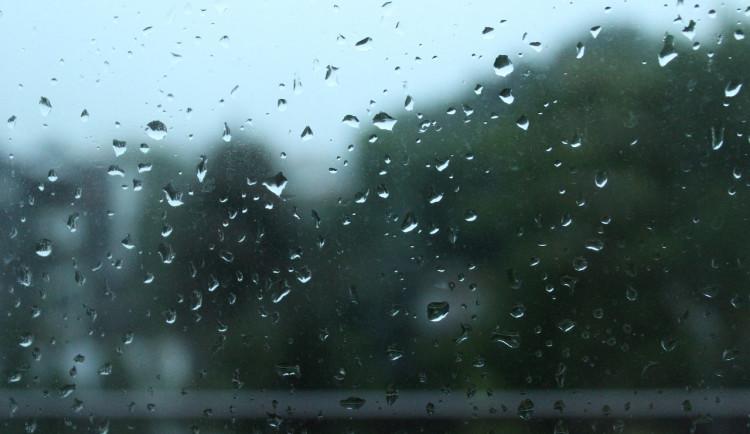 POČASÍ NA PONDĚLÍ: Pondělí bude zatažené, místy čekáme déšť