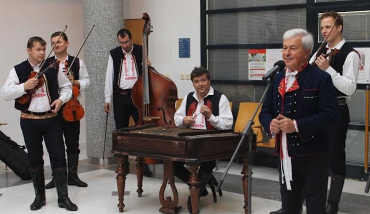 Ve Velkém Týnci odehraje vánoční koncert Jožka Černý