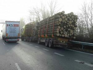 Nehoda uzavřela dálnici mezi Olomoucí a Mohelnicí v obou směrech