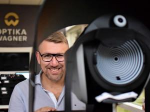 ROZHOVOR: Optika Wagner nabízí rychlé vyšetření zraku unikátním přístrojem
