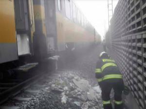 AKTUÁLNĚ: Ve vlaku, kterýmcestovalo téměř 200 lidí, hořelo. Čekají na náhradní spoj