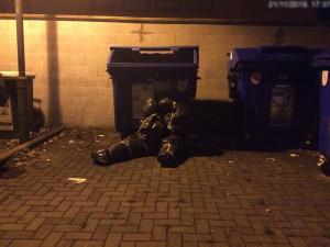 FOTO: Strážníci vyjížděli do Rooseveltovy ulice k údajným zabaleným mrtvolám v pytlích