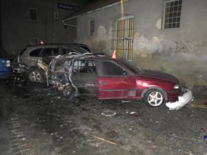 FOTO: Při nehodě začala hořet tři auta. Za nehodu nejspíš může opilý osmnáctiletý mladík