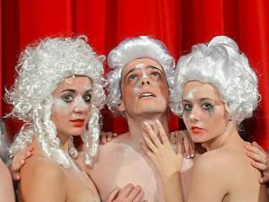 Divadlo Nabalkoně zve na premiéru inscenace o Mozartovi
