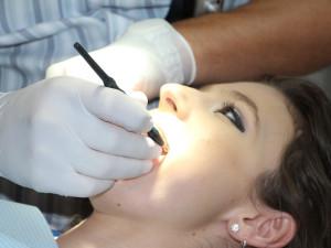 Fakultce došla trpělivost, zpřísní kritéria pro ošetření na zubní pohotovosti