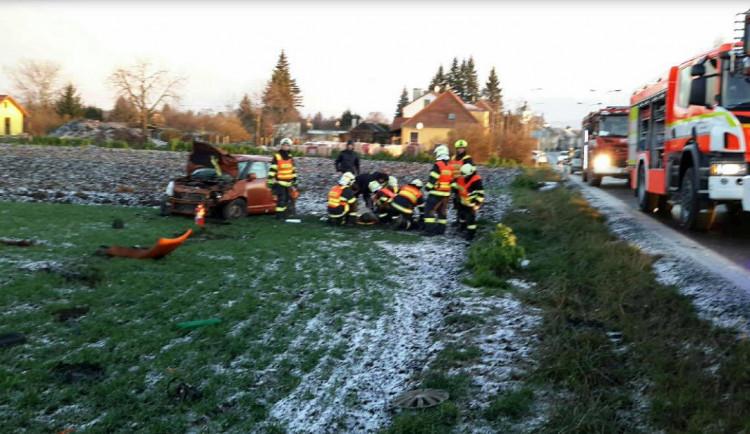 V Jeseníkách padá první sníh, řidiči by měli na silnicích dávat pozor
