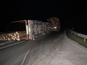 Havárie nákladního auta zkomplikovala dopravu