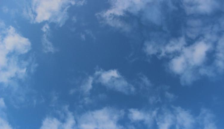 POČASÍ NA ČTVRTEK: bude jasno a místy oblačno