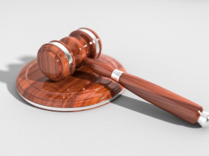 Soud otevře případ zavražděného muže na faře. Pachateli hrozí 18 let za mřížemi