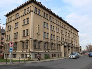 Z armádního domu v Přerově bude polyfunkční objekt s obchody, byty a parkovací plochou