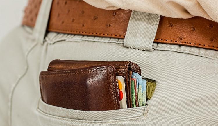 Žena přišla při nakupování o peněženku i s doklady. Policie radí, jak se krádežím vyvarovat