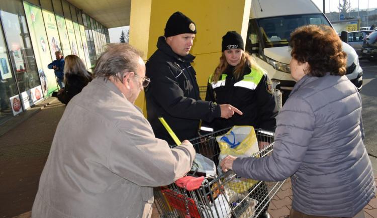 FOTO: Policie varuje před zloději u nákupních center