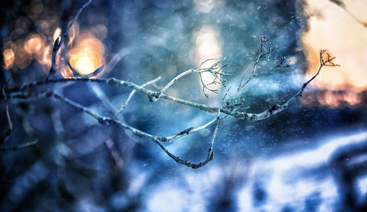 POČASÍ NA PÁTEK: Nízká oblačnost, mlhy, kolem nuly
