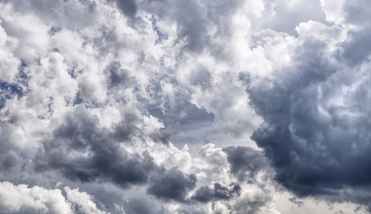 POČASÍ NA SOBOTU: bude oblačno a místy zataženo