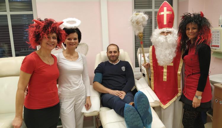 Mikuláš naděloval i v šumperské nemocnici