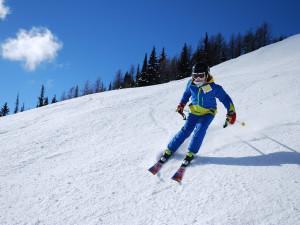 V Jeseníkách už se lyžovalo, první sjezdy si nenechaly ujít stovky lyžařů