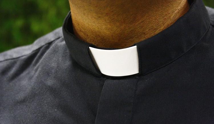 Policie prověřuje výpověď ministranta, kterého měl jako šestnáctiletého zneužít kněz