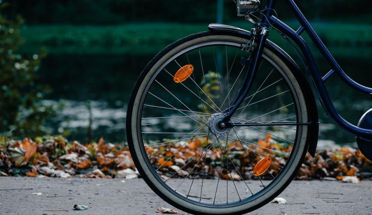 Cyklista si ustlal v příkopě za Tovačovem