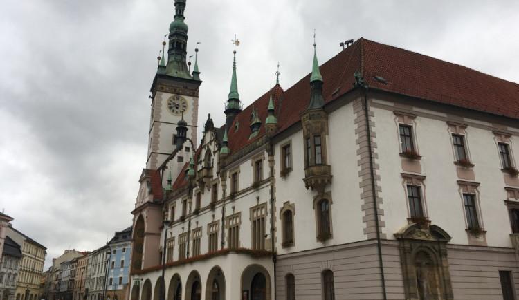 Olomouc koupí parní stroj na hubení plevele a čištění grafitti