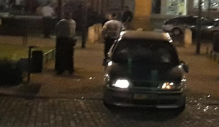 V Kojetíně se opět na náměstí poprali muži ocelovými tyčemi,  zasáhli i policistu
