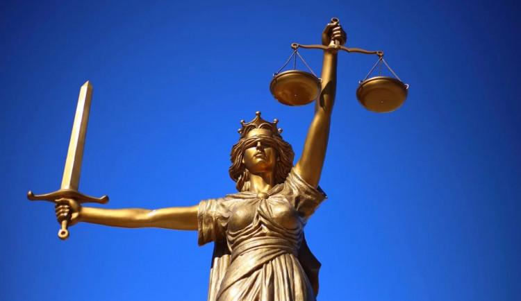 Soud potvrdil vinu lékaře. Za smrt pacienta v Šumperku mu udělil mu trest i zákaz funkce
