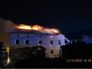 Na Jesenicku hořela kůlna a střecha domu, lidé jsou v bezpečí