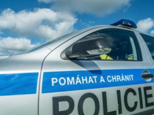 Bezohledný řidič způsobil na dálnici nehodu a ujel, policie žádá o pomoc