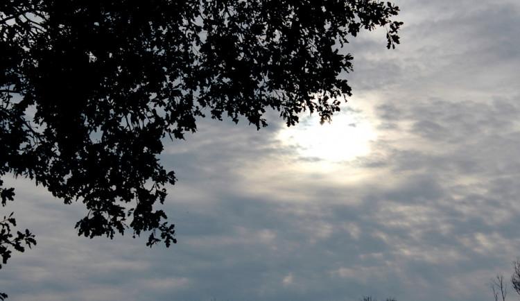 POČASÍ NA PONDĚLÍ: Teploty od šesti do devíti stupňů, většinu dne bude zataženo