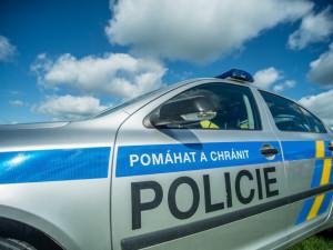 Provoz na silnici z Krčmaně na Olomouc zastavilo vyprošťování kamionu
