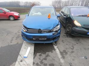 FOTO: Nehoda dvou osobních aut se obešla bez vážnějších zranění. Škoda je 220 tisíc korun