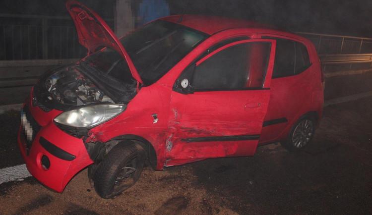 Žena pod vlivem drog a se zákazem řízení způsobila nehodu na D35
