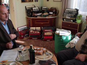 O unikátní sbírku dvou set harmonik se bude starat město Litovel. Radnici ji daroval Jiří Sedláček