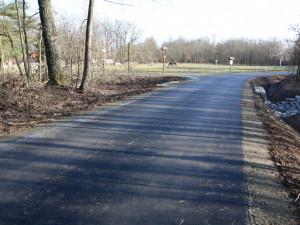 FOTO: Na Loveckou chatu už vede nová asfaltka